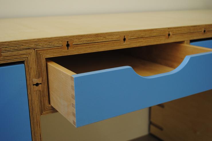 Schreibtisch mit Schublade